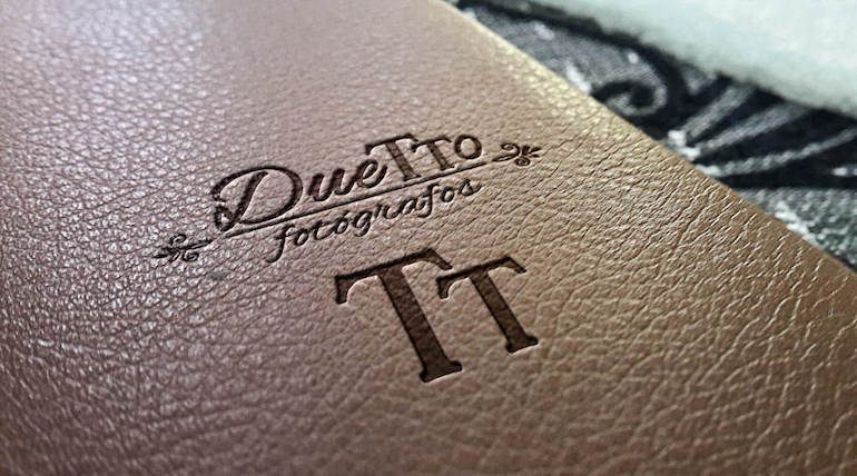 leather-duetto-fotógrafos-logotipo-logo-identidad-corporativa-emaytecom