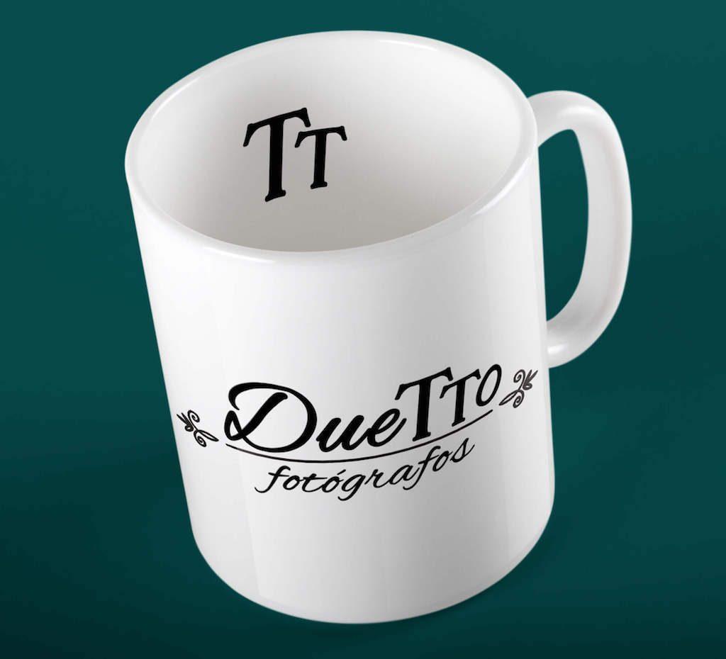 taza-mug-duetto-fotógrafos-huelva-diseño-identidad-corporativa-emaytecom